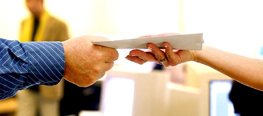 remettre en main propre